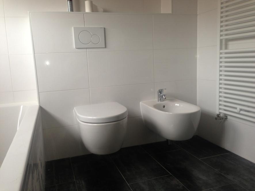 Tegels Badkamer Houtlook ~   bovenverdieping, nieuwe badkamer, kozijnen, stuc en tegelwerk